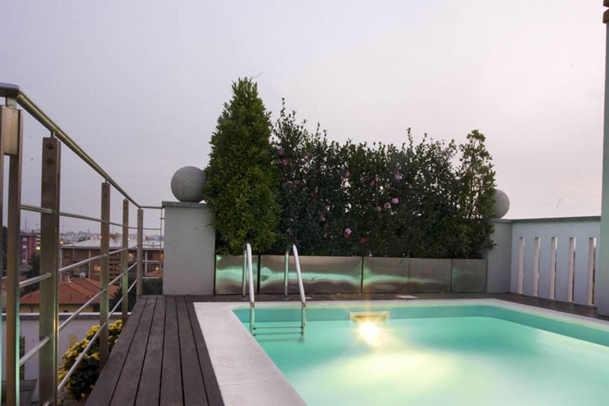 Vivere il terrazzo arredi luce vetrate mariani design for Arredi per terrazzo